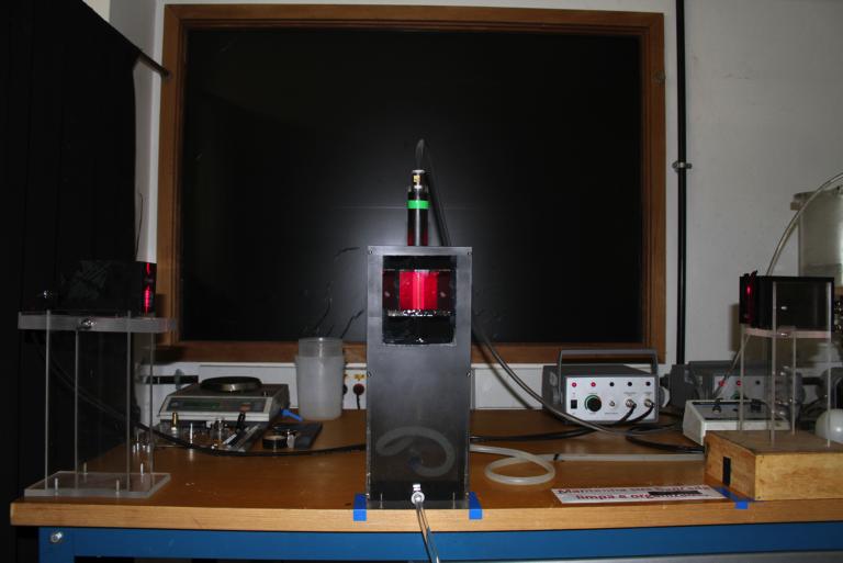 Viscoplastic fluid displacement experiment.